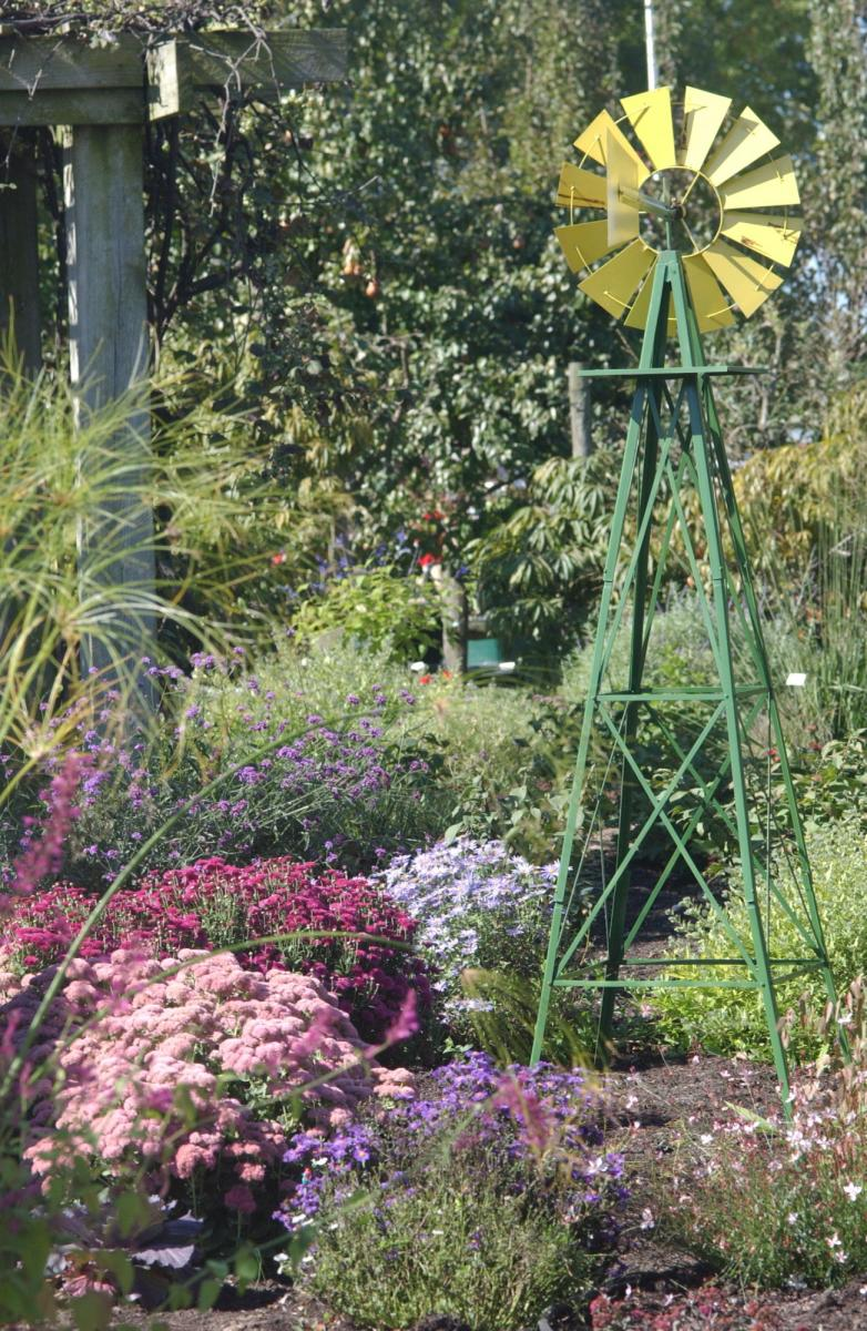 PRetty garden with windmill